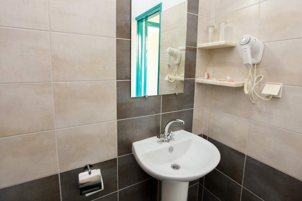 Room Bathroom - Angeliki Beach Hotel